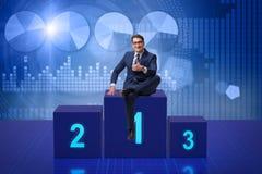 Der Geschäftsmann, der in Konkurrenz ersten Platz nimmt Lizenzfreie Stockfotografie