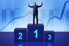 Der Geschäftsmann, der in Konkurrenz ersten Platz nimmt Lizenzfreies Stockfoto