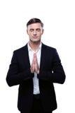 Der Geschäftsmann, der mit seinen Händen betet, stellte beten herein ein Stockbilder
