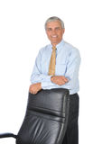 Der Geschäftsmann, der sich ein lehnt, unterstützen von seinem Stuhl stockfotos