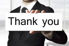 Der Geschäftsmann, der Zeichen hält, danken Ihnen Lizenzfreies Stockfoto
