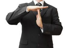 Der Geschäftsmann, der Zeit heraus zeigt, unterzeichnen mit den Händen Stockfotos
