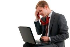 Der Geschäftsmann erhielt in einer Anzugszeit müde lizenzfreie stockfotos