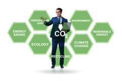 Der Geschäftsmann im Ökologie- und Umweltkonzept lizenzfreie stockbilder