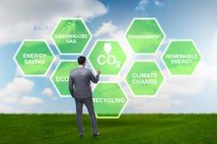 Der Geschäftsmann im Ökologie- und Umweltkonzept lizenzfreie stockfotos