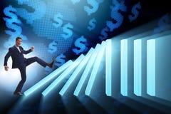 Der Geschäftsmann im Domino-Effekt-Geschäftskonzept stockbild