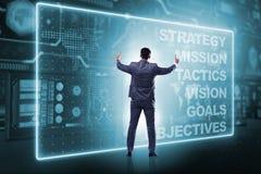 Der Geschäftsmann im Konzept der strategischen Planung lizenzfreie stockfotografie