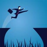Der Geschäftsmann springend über Abstand Lizenzfreie Stockfotos