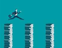 Der Geschäftsmann springend auf Bücher Lizenzfreie Stockfotos