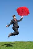 Der Geschäftsmann springend für Freude Lizenzfreies Stockfoto