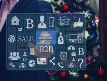Der Geschäftsmann wählt ÜBERPRÜFUNG auf dem Touch Screen Lizenzfreie Stockfotos