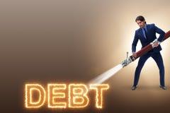 Der Geschäftsmann, der weg seine Schulden und Darlehen zahlt lizenzfreies stockfoto