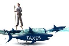Der Gesch?ftsmann, der hohe Steuern zahlend vermeidet vektor abbildung