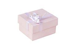 Der Geschenkkasten getrennt auf Weiß stockbild