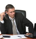 Der Geschäftsmann auf dem Arbeitsplatz Lizenzfreies Stockbild