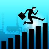Der Geschäftsmann springend in Richtung zum Erfolg Lizenzfreie Stockfotos