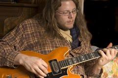 Der Gitarren-Spieler Stockfotografie