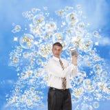 Der glückliche Geschäftsmann in der rosafarbenen Seife träumt Lizenzfreies Stockfoto