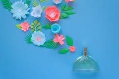 Der glückliche Tag der Mutter! Kartenkonzept Blumen, Duft, Parfüm lizenzfreie abbildung