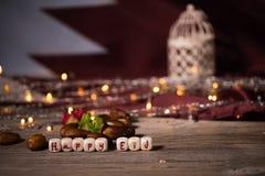 Der Glückwunsch GLÜCKLICHES EID bestanden aus hölzernem würfelt stockbilder
