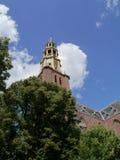 Der Glockenturm der AA-Kirche in Groningen Lizenzfreie Stockfotos
