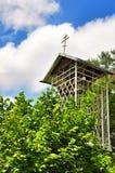 Der Glockenturm in der orthodoxen Gemeinde des Heiligen Nicholas Church im Dorf von Saratovskaya Lizenzfreies Stockfoto