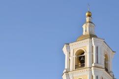 Der Glockenturm der orthodoxen Kirche Stockbilder