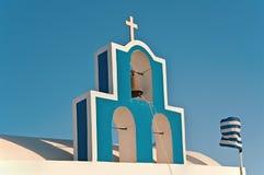 Der Glockenturm einer Kirche von Fira, Santorini, Griechenland Lizenzfreie Stockfotos