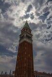 Der Glockenturm in San Marco Square in Venedig, Italien Stockbilder