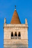 Der Glockenturm von Gemona Del Friuli stockfotos