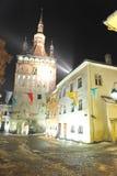 Der Glockenturm von Sighisoara bis zum Nacht Stockbild