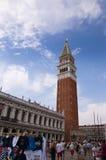 Der Glockenturm von St.-Kennzeichen in Venedig Italien Stockfotografie