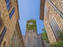 Der Glockenturm von Vezenobres lizenzfreies stockfoto