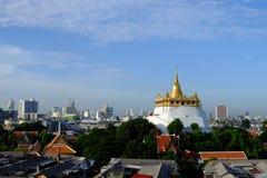 Der goldene Berg an Saket-Tempel Stockfotografie