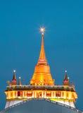Der goldene Berg an Wat Sraket Rajavaravihara-Tempel lizenzfreie stockbilder