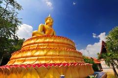 Der goldene Buddha in der Meditation auf Lotosunterseite Lizenzfreies Stockfoto