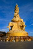 Der goldene Buddha von Emeishan-Spitze. Stockfoto
