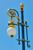 Der goldene Lichtmast Royal Palaces in Madrid, Spanien Lizenzfreie Stockfotos