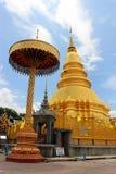 Der goldene Tempel in Nord von Thailand Stockbild