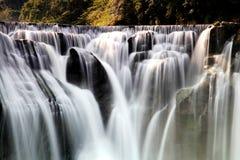 Der größte Wasserfall in Taipeh, Taiwan Stockbild