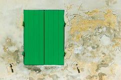Der grüne Fensterladen Lizenzfreie Stockfotos