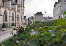 Der grüne Hof der alten Stadt, Blois Lizenzfreie Stockbilder