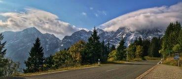 An der Grenze von deutscher und österreichischer Alpe Stockfotos