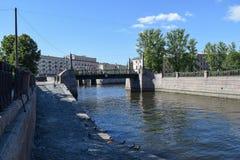 Der Griboyedov-Kanaldamm Lizenzfreie Stockbilder