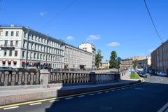 Der Griboyedov-Kanaldamm Stockbilder