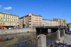 Der Griboyedov-Kanaldamm in StPetersburg Lizenzfreie Stockfotografie