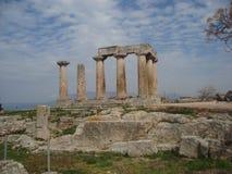 Der griechische Tempel von Apollo in Cornith, Griechenland Stockfotografie