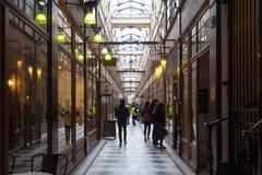 Der großartige Cerf-Durchgang ist eine der größten Laubenstraßen in Paris Stockbilder