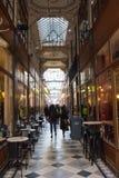 Der großartige Cerf-Durchgang ist eine der größten Laubenstraßen in Paris Stockbild