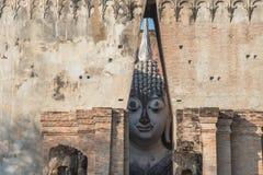 Der große Buddha innerhalb des Tempels in der Tageszeit Stockfoto